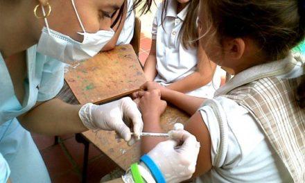 """Vacuna contra papiloma humano: El """"un muro de contención"""" contra el cáncer"""