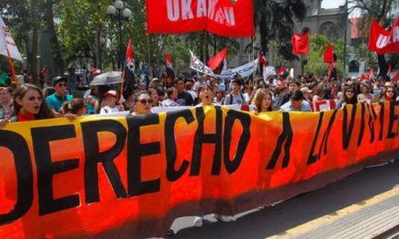 Pobladores marcharon por la alameda para exigir derecho a la vivienda