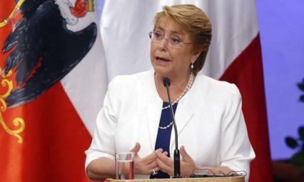 """Michelle Bachelet: """"Chile está dando una lucha contra el fuego sin pausa ni precedentes"""""""