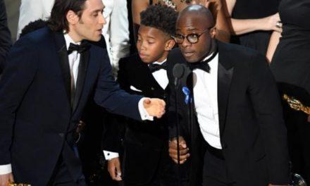 """""""Moonlight"""" gana el Óscar a la mejor película luego de un final de gala caótico"""