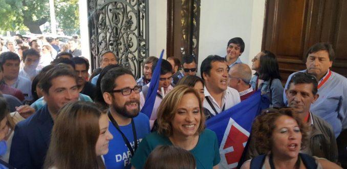 DC proclama a Carolina Goic condicionando participación en primarias