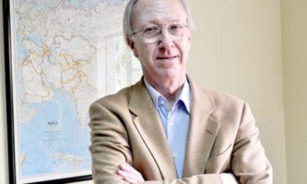 """Carlos Huneeus: """"Si ganara Guillier, la DC debería decretar libertad de acción"""""""