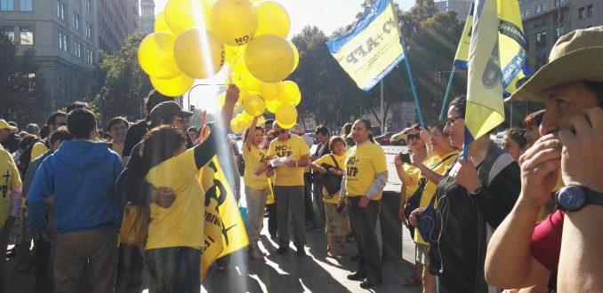 No + AFP protesta frente a La Moneda para convocar a marcha del 26 de marzo