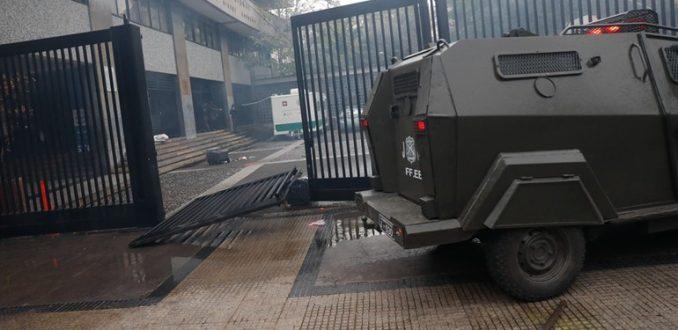 Estudiantes del Instituto Nacional acusan violencia policial