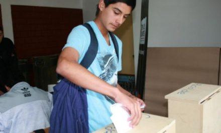 Expertos piden rebajar edad para votar en beneficio de la participación política