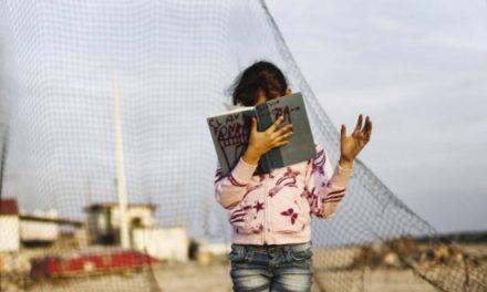 Chilenos creen que falta de educación ocasiona la pobreza