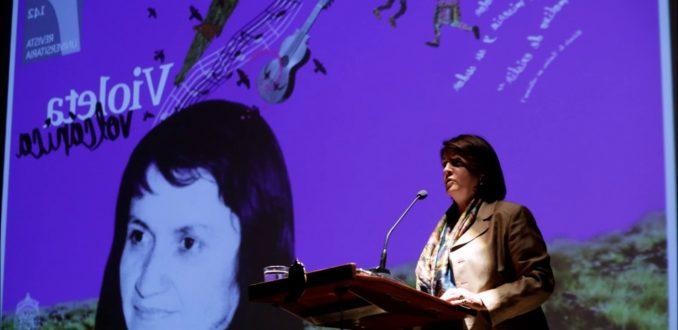 Las transversales redes de la directora del Museo Violeta Parra que apoya a Piñera