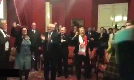 El alocado festejo de Michelle Bachelet por el triunfo de Chile en la Copa Confederaciones