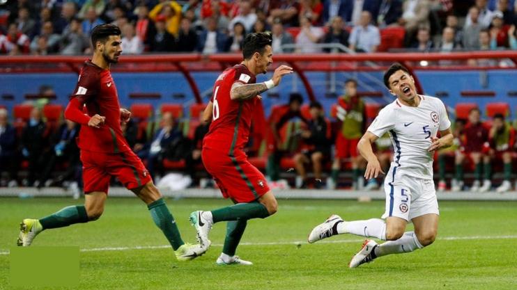 El árbitro no usó el VAR y desató la polémica en el partido entre Chile y Portugal