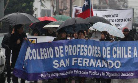 Profesores de San Fernando cumplen tres semanas de huelga por sueldos impagos