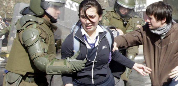 Secundarios denuncian persecuciones de agentes de civil y nuevos hostigamiento de Carabineros