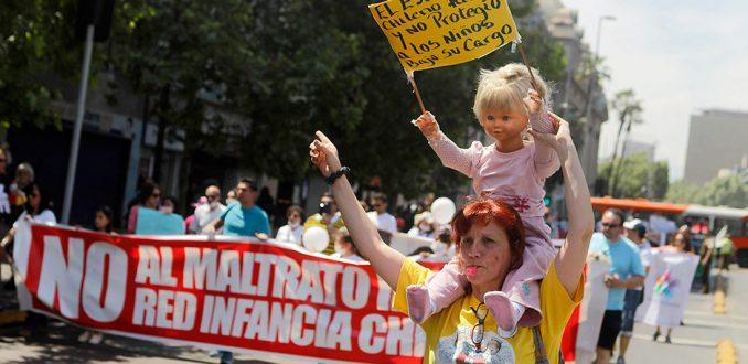 Organizaciones sociales marchan por los derechos de los niños y niñas