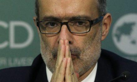 Nueva Mayoría profundiza críticas a ministro Valdés por rol en proyecto Dominga