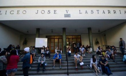 """La resistencia de una comunidad educativa que se opone al cierre de """"la nocturna"""" del liceo Lastarria"""