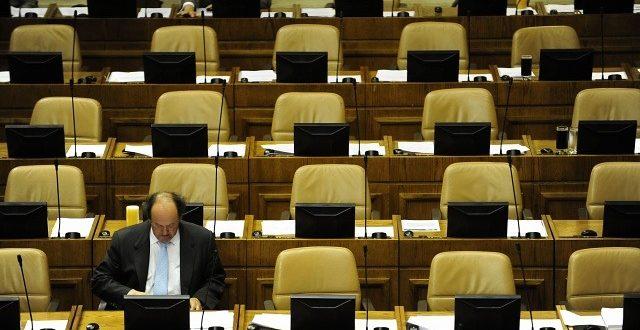 Expertos piden urgencia en regulación de asesorías parlamentarias