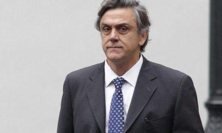 Abogados critican que el SII no presente querella contra Pablo Longueira
