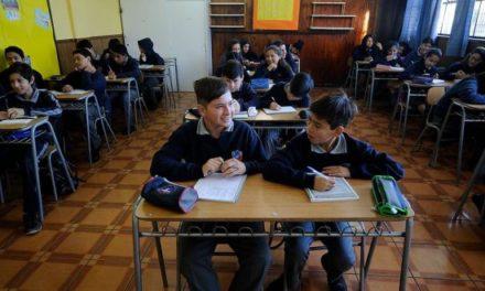 Expertos culpan al sistema educativo por malos resultados en Simce de escritura