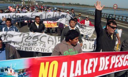 """Querellante en caso Corpesca: """"La industria compró la Ley de Pesca"""""""