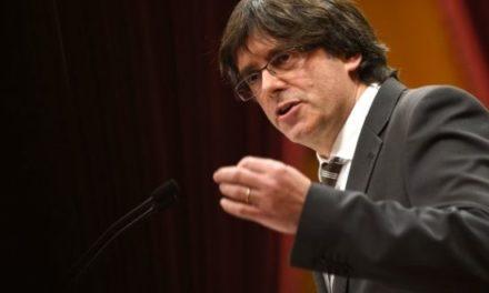 Cataluña declara la independencia pero la suspende a espera de diálogo con España