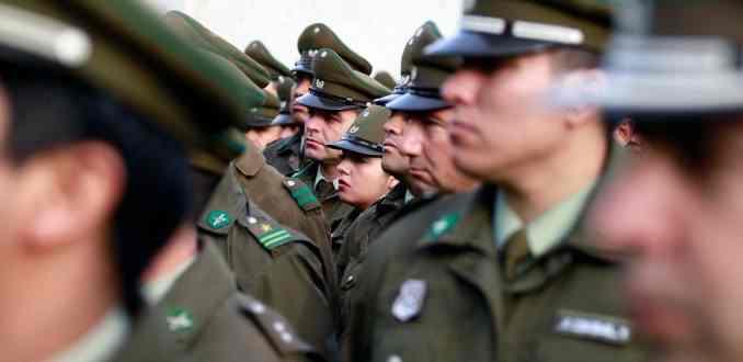 Fiscalía Metropolitana investiga millonaria compra de botas y vestuario en Carabineros