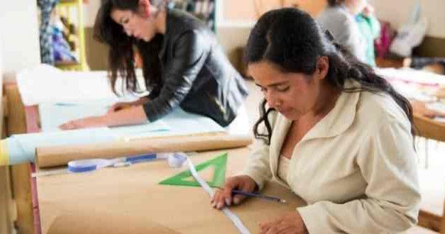 """Trabajadoras textiles en domicilios: La precarización que bordea la """"semi esclavitud"""""""