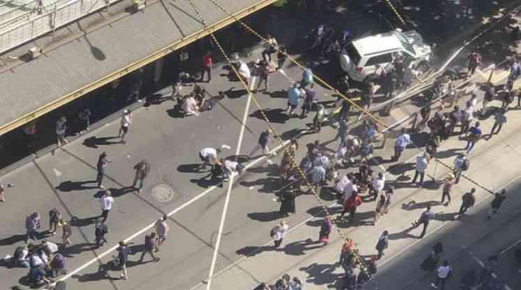 Australia: un automóvil embistió a una multitud en Melbourne y dejó al menos 19 heridos