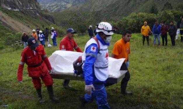 Al menos trece pasajeros muertos en un alud de tierra en Colombia