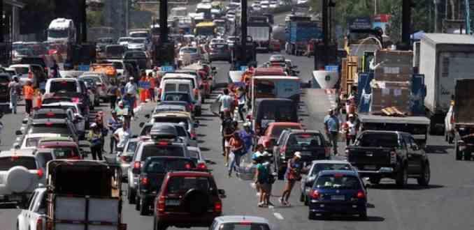 Peajes caros y grandes tacos: el negocio perfecto para las concesionarias en Chile