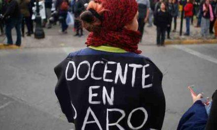 Profesores de Cerro Navia exigen pago de deudas previsionales