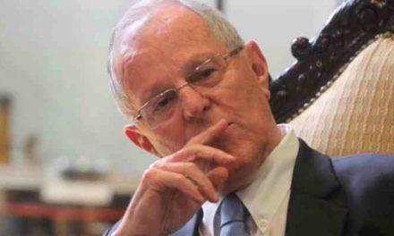 Kuczynski renuncia a la presidencia de Perú acusando operación política en su contra
