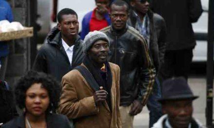 """Idioma, pobreza y """"raza"""": el drama de ser haitiano en Chile"""