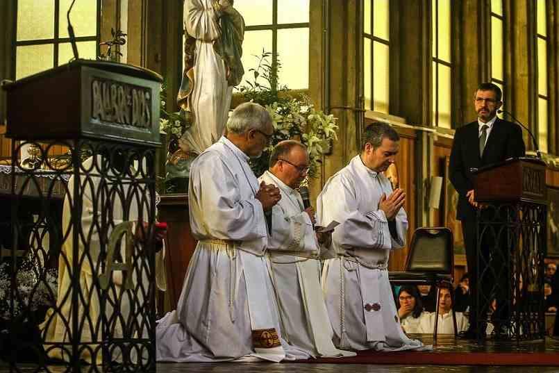 Monseñor Scicluna pide perdón a Osorno