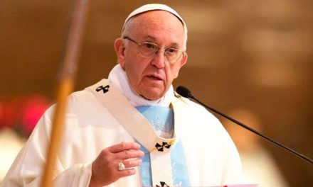 Papa acepta renuncia de australiano condenado por encubrir abusos sexuales