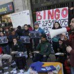 Confech pide renuncia de ministro Varela con bingo simbólico