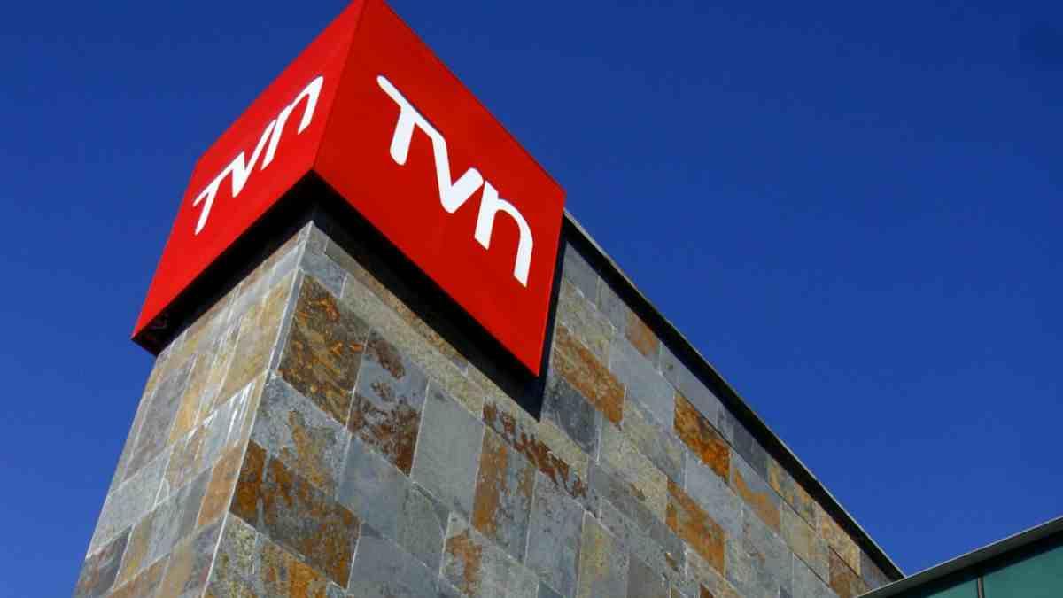Millonario sueldo de director ejecutivo de TVN enciende la polémica en el canal