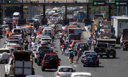 Accidentes y congestión vial: las postales de la masiva salida de vehículos