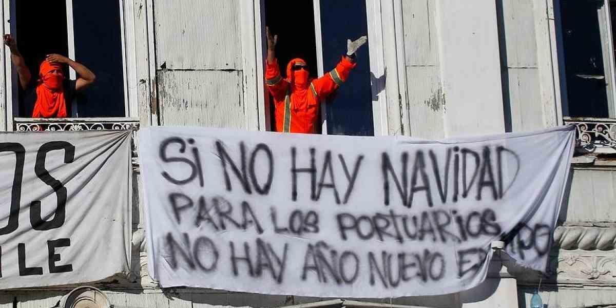 Trabajadores portuarios apagan los fuegos artificiales del Gobierno