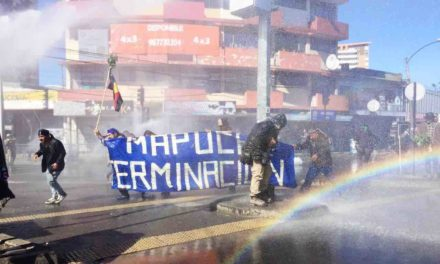 Con inusitada represión, Carabineros dispersa a manifestantes en Temuco