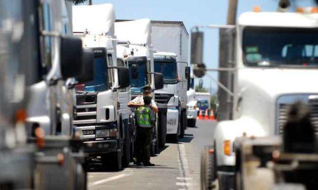 Jorge Sharp responsabiliza al Ejecutivo por paro de camioneros