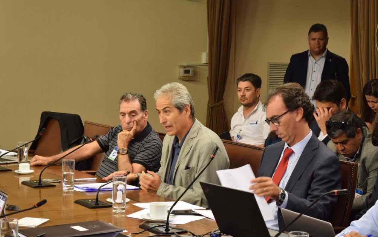 Paro de profesores: Comisión de Educación será mediadora con el Gobierno