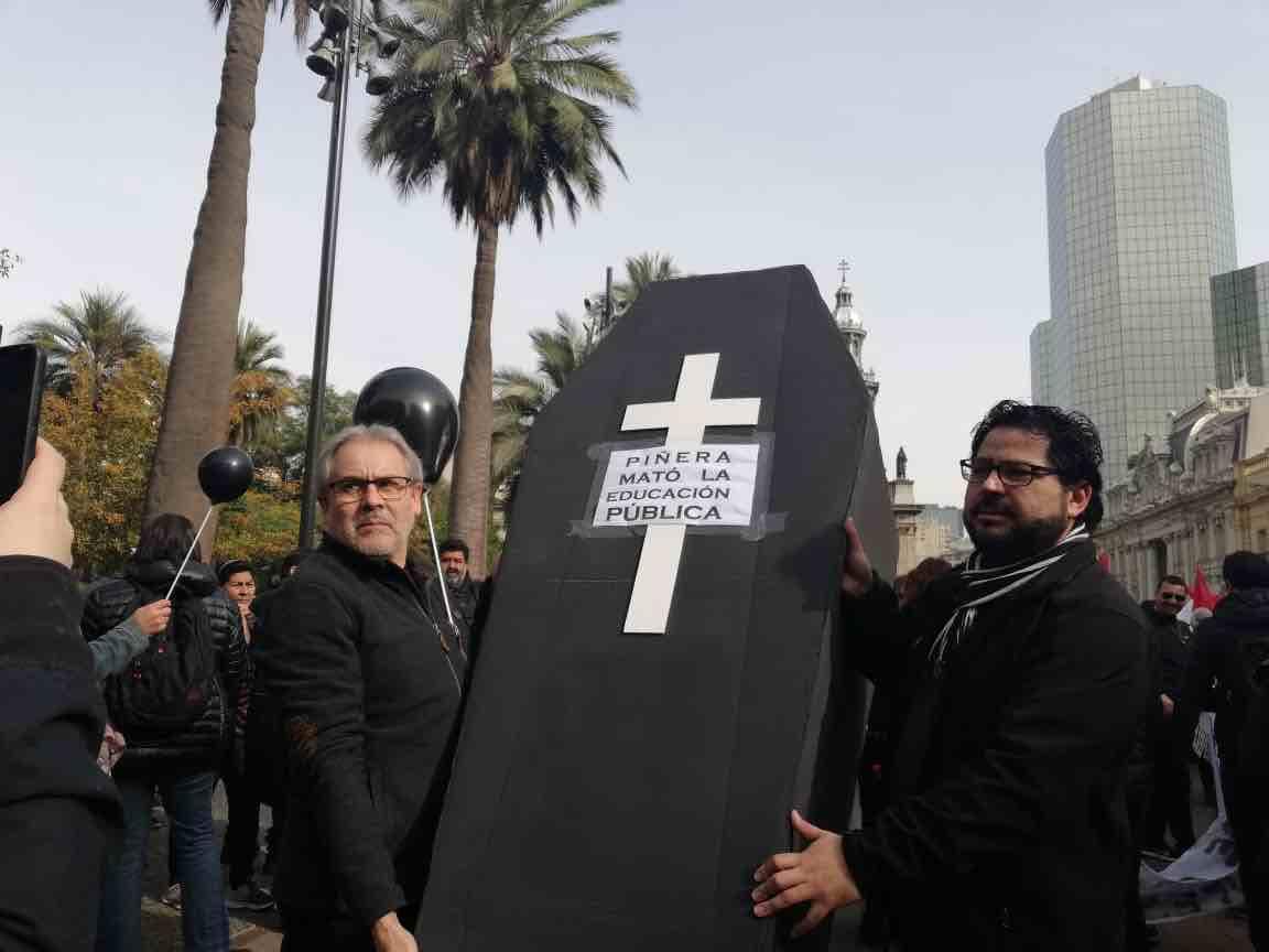 """""""Funeral de la educación pública"""": el segundo día del paro magisterial"""