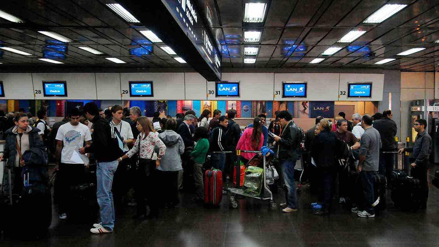 Chilenos varados en el extranjero: ¿dónde está el Estado fuera del territorio?