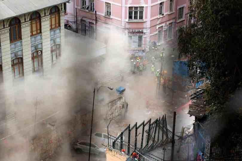 """Alcalde Jorge Sharp tras derrumbe: """"Valparaíso es una ciudad que vive permanentemente con el riesgo"""""""