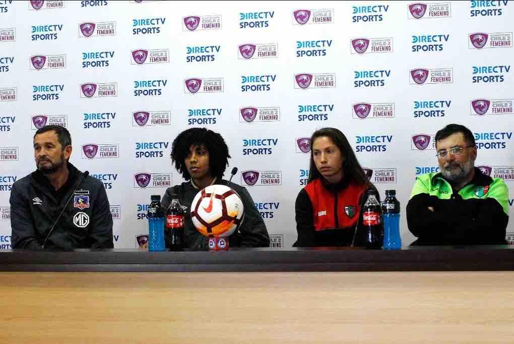 En la conferencia de prensa estuvieron presentes las capitanas de ambos equipos, Nicole Gutiérrez por las árabes y Yusmery Ascanio